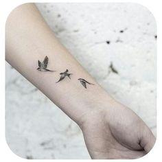 Small Tattoo Models Swallows flying in black and white on .- Small Tattoo Models Schwalben fliegen in schwarz und weiß am Handgelenk in den Himmel S … Small Tattoo Models Swallows Flying in Black and White on Wrist in the Sky S # Tattoos - Mini Tattoos, Bird Tattoos For Women, Small Bird Tattoos, Tiny Tattoos For Girls, Top Tattoos, Little Tattoos, Tattoo Girls, Body Art Tattoos, Tattoos For Guys