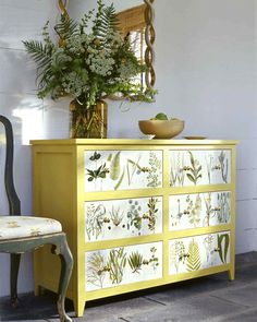 If you can glue something to it, you can decoupage it. Turn almost anything into a work of art with decoupage crafts. From nursery to kitchen, bedroom or bathroom, there are lots of decoupage ideas here. Decoupage Dresser, Decoupage Furniture, Refurbished Furniture, Repurposed Furniture, Furniture Projects, Furniture Making, Home Furniture, Diy Projects, Furniture Design