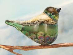 Bird Bead by Louise Nelson. Links to blog post with many others...