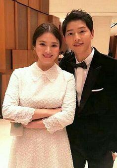 Wedding of Song Joong Ki and Song Hye Kyo ♡ Cute Celebrities, Korean Celebrities, Korean Actors, Movie Couples, Cute Couples, Descendants, Descendents Of The Sun, Songsong Couple, Korean Drama Series