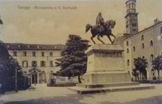 Una rara veduta di Piazza Indipendenza prima della costruzione dell'attuale Palazzo delle Poste. Sullo sfondo il vecchio Albergo della Posta.