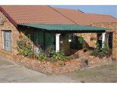 2 Bedroom House in Esther Park, This cosy facebrick house offers either spacious bedrooms with BIC(or bedrooms and a study/dre Kempton Park, 2 Bedroom House, Private Property, Outdoor Decor, Home Decor, Decoration Home, Room Decor, Home Interior Design, Home Decoration