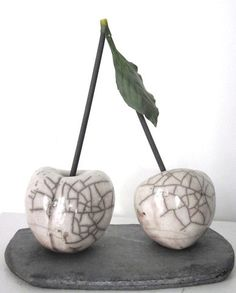 Discover recipes, home ideas, style inspiration and other ideas to try. Raku Pottery, Ceramics Projects, Ceramics Ideas, Sculpture Clay, Sculpture Ideas, Sculpting Tutorials, Large Scale Art, Ceramic Animals, Hanging Tapestry