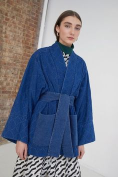 Whit Fall 2018 Ready-to-Wear Fashion Show Collection: See the complete Whit Fall 2018 Ready-to-Wear collection. Look 7 Kimono Fashion, Diy Fashion, Fashion Outfits, Fashion Trends, Spring Fashion, Yellow Costume, Expensive Clothes, Jackets For Women, Clothes For Women