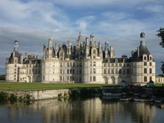 03- Early Renaissance Chateaux-The Château de Chambord, 1519-1536, by Cortona, Loire valle.  At the Chambord, Flamboyant Gothic combined with classical details.