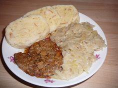 BEST of Czech Republic food : Vepro-Knedlo-Zelo ! http://www.bonvoyageurs.com/2014/09/10/best-czech-republic-food-vepro-knedlo-zelo/ Photo cs.wikipedia.org