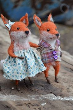 Needle-felted fox couple, in dear little outfits.