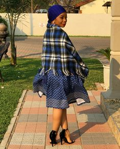 Ngwetsi sun kiss 😋🙂😍 breezin' up in here 💨🍃 😋 dress made by Mma Molemo Mosotho Mobile 74 065 075 Mobile 00 266 5800 9540 Swipe 🔛! African Print Wedding Dress, African Wedding Attire, African Attire, African Wear, African Dress, African Weddings, African Women, Sesotho Traditional Dresses, South African Traditional Dresses