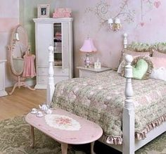 love the table at the end of the bed