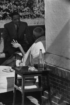Henri Cartier - Bresson : Gandhi the day before his assissination. Birla House, Dehli, India. 1948