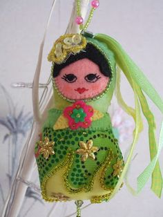 Laura's frutselblog: viltcreaties-another cool doll and hand sewn seed beads...awesome!!