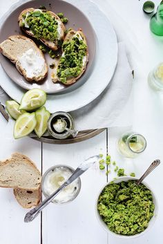 Pea and requeijão crostinis with pennyroyal oilve oil