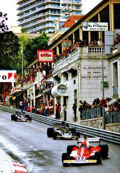 Niki Lauda - Ferrari 312T - 1975 - GP Monaco (background Ronnie Peterson - Lotus 72E (Ford))