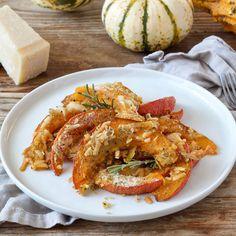 Gesund und köstlich - Einfaches Kürbis Rezept für den Herbst. Die Zubereitung des Rezeptes für den gerösteten Kürbis mit Parmesan und Semmelbrösel von LAND-LEBEN dauert nur wenige Minuten. Das perfekte und schnelle Herbstgericht für Groß und Klein. Gleich selbst nachkochen und Herbstgericht genießen. Parmesan, Shrimp, Meat, Healthy, Easy Meals, Life, Recipies, Parmigiano Reggiano