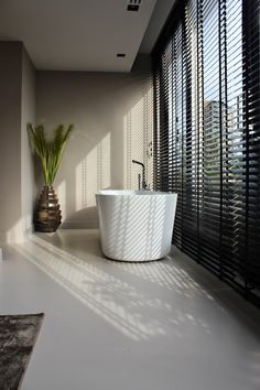 Metal Wall Art Home Decoration Bathroom Blinds, Bathroom Windows, Bathroom Toilets, Bathroom Interior, Bathroom Inspiration, Home Decor Inspiration, Polished Concrete Tiles, Bathroom Goals, Curtains With Blinds