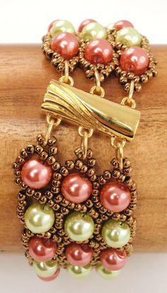 Choisissez vos couleurs préférées pour faire ce bracelet à deux tons perle !! Il s'agit d'un paquet d'instruction pdf téléchargeable pour la grande-duchesse bracelet. Mes instructions sont faciles à suivre avec beaucoup de photos pour ceux dentre nous qui sont les apprenants visuels. Ce paquet comprend 7 pages d'obtenir des instructions détaillées étape par étape et une liste du matériel. Matériaux : deux couleurs de perles en verre 6mm, 11/0 perles de rocaille, fermeture à 3 trous et…