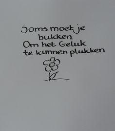 'Soms moet je bukken om het geluk te kunnen plukken.' Favorite Words, Favorite Quotes, Best Quotes, Simple Words, Love Words, Words Quotes, Sayings, Dutch Quotes, Life Quotes To Live By