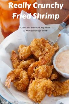 The secret ingredient for these Really Crunchy Fried Shrimp is saltine crackers. Fried Shrimp Batter, Fried Shrimp Recipes, Breaded Shrimp, Shrimp Dishes, Fried Fish, Fish Recipes, Seafood Recipes, Salad Recipes, Cooking Recipes
