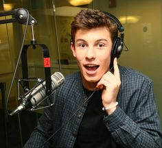 shaun mendes | The Week In Pop: Shawn Mendes, TerRio, And Vine's Six-Second Stars