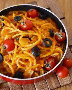 Cum faci cele mai gustoase paste de post din lume! Nici că vei simți lipsa cărnii! | Antena 1 Diet Recipes, Chicken Recipes, Vegetarian Recipes, Cooking Recipes, Healthy Recipes, Easy Cucumber Salad, Romanian Food, Food Cravings, Vegetable Dishes