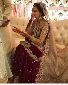 Get the new collection of lehenga chunni online. Enhance your beauty with the latest collection of lehenga choli, lehenga chunni designs, images online. Asian Wedding Dress, Pakistani Wedding Outfits, Indian Bridal Outfits, Indian Bridal Fashion, Pakistani Bridal Dresses, Pakistani Wedding Dresses, Indian Designer Outfits, Bridal Lehenga, Indian Dresses