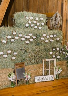 Bales of hay displaying escort cards- LOVE! //