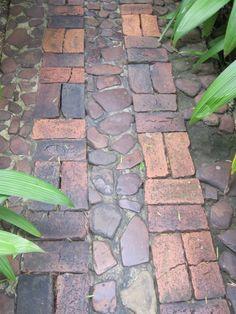 Love this pattern for garden walkways.