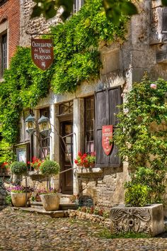 15 of the most beautiful places & Towns to visit in France.