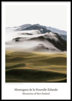 Snygg poster med berg. Tavla med naturfotografi av berg och moln. Fotokonst.