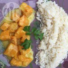 Veganes Butternut Kürbis Curry - Ein super einfaches aber super leckeres Kürbiscurry, das ich oft unter der Woche mach. Dazu einfach Reis servieren.@ de.allrecipes.com
