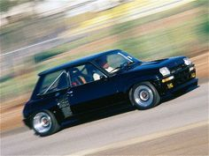 Renault 5 Turbo, hot little cars from France, of all places. Rally Car, Car Car, Retro Cars, Vintage Cars, Carros Retro, Volkswagen, Automobile, Gt Turbo, Top Cars