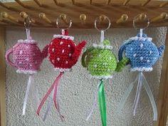 Free crochet pattern for teapot keychain Diy Crochet And Knitting, Crochet Gratis, Crochet Wool, Crochet Amigurumi, Love Crochet, Crochet Motif, Amigurumi Patterns, Crochet Patterns, Beautiful Crochet