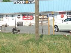 Great place in Carlisle, Arkansas to stop if you like antiques and vintage!!!! Picker Stop
