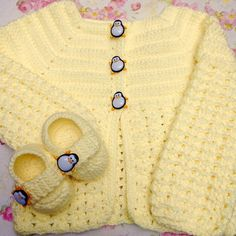 Crochet For Kids, Crochet Ideas, Baby Blanket Crochet, Crochet Baby, Brazilian Embroidery Stitches, Baby Jackets, Candle Holders, Sweaters, Fashion