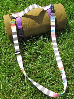 Ready,Set,Go! ~ Blanket Roll Up Tutorial« Sew,Mama,Sew! Blog. Strap tutorial, not a blanket tutorial.