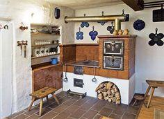 traditional cottage with rocket stove kitchen Kitchen Stove, Old Kitchen, Vintage Kitchen, Moomin House, Home Rocket, Earth Bag Homes, Antique Stove, Rocket Stoves, Summer Kitchen