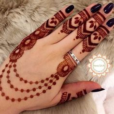 As the time evolved mehndi designs also evolved. Now, women can never think of any occasion without mehndi. Let's check some Karva Chauth mehndi designs. Back Hand Mehndi Designs, Finger Henna Designs, Mehndi Designs For Girls, Simple Arabic Mehndi Designs, Henna Art Designs, Mehndi Designs For Beginners, Dulhan Mehndi Designs, Mehndi Designs For Fingers, Modern Mehndi Designs