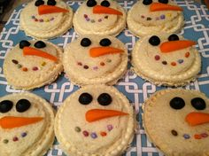 Snowman Sandwiches, Pampered Chef Cut & Seal For the eyes I used black olives, the nose is half a baby carrot and the mouth is chocolate covered sunflower seeds.