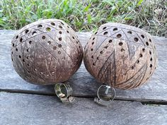 2 PCS Handmade coconutshell bicycle handlebar cup holders, cup holders, bicycle accessories, cycling accessories Cup Holders, Plant Holders, Tea Light Holder, Candle Holders, Coconut Shell Crafts, Coconut Leaves, Coconut Cups, Buy Bike, Cycling Accessories