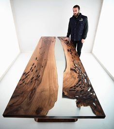 Walnut and resin table by Burak Ozen! Walnut and resin table by Burak Ozen! Woodworking Wood, Woodworking Projects, Decor Interior Design, Furniture Design, System Furniture, Furniture Plans, Wood Resin Table, Wood Table Design, Design Tisch
