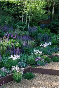 31 Wonderful Spring Garden Ideas For Front Yard And Backyard. If you are looking for Spring Garden Ideas For Front Yard And Backyard, You come to the right place. Here are the Spring Garden Ideas For. Sloped Backyard Landscaping, Sloped Garden, Backyard Fences, Landscaping Ideas, Backyard Ideas, Shade Landscaping, Inexpensive Landscaping, Mailbox Landscaping, Country Landscaping
