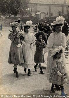 Edwardian calle estilo: Sorprendentes imágenes de aficionados que capturan la moda de las mujeres en Londres y París hace un siglo