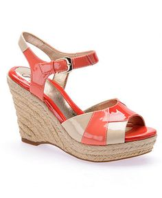 Casual Sandals has never been so Surprisingly Cute! Since the beginning of the year many girls were looking for our Stunning guide and it is finally got released. Now It Is Time To Take Action! Pretty Shoes, Cute Shoes, Wedge Sandals, Wedge Shoes, Biker, Tommy Hilfiger, Everyday Shoes, Black Ankle Boots, Casual Shoes