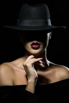 film noir photography Film-Noir by lydekius on Film Noir Photography, Shadow Photography, Photography Women, Creative Photography, White Photography, Portrait Photography, Fashion Photography Art, Film Noir Fotografie, Kreative Portraits