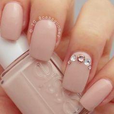 soft blush #pink nails with Swarovski crystals accent nail   easy feminine #nailart @cassgooner