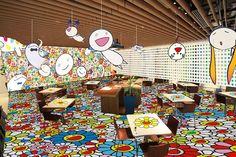 村上隆の代表作「お花」が店内全体に溢れる「村上隆のお花カフェ」が、六本木ヒルズにオープン。期間は、2015年12月28日(月)から2016年1月31日(日)まで。   ©Takashi...