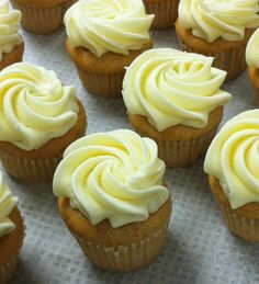 cinnamon cupcakes with cream cheese frosting