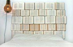 cabecero de libros abiertos