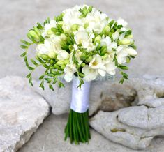 Buchet mireasa frezii albe - Happy Flower - Florarie online White Wedding Bouquets, Bride Bouquets, Weeding Dress, Wedding Bride, Table Decorations, Bridal, Hair Styles, Flowers, Weddings