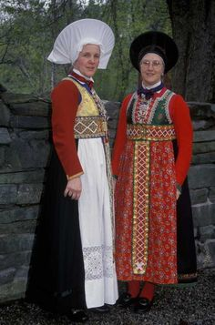 To damer i bunader fra Fusa, Hordaland., To damer i bunader fra Fusa, Hordaland. Folk Costume, Costumes, Norwegian Clothing, Going Out Of Business, Bridal Crown, Norway, Headdress, Scandinavian, Fashion Dresses